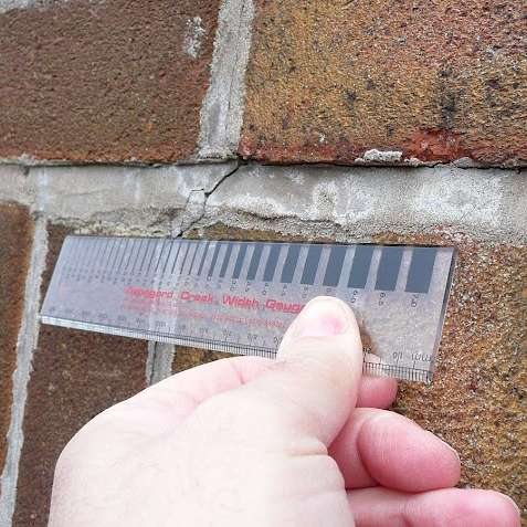 Measuring a crack in the mortar