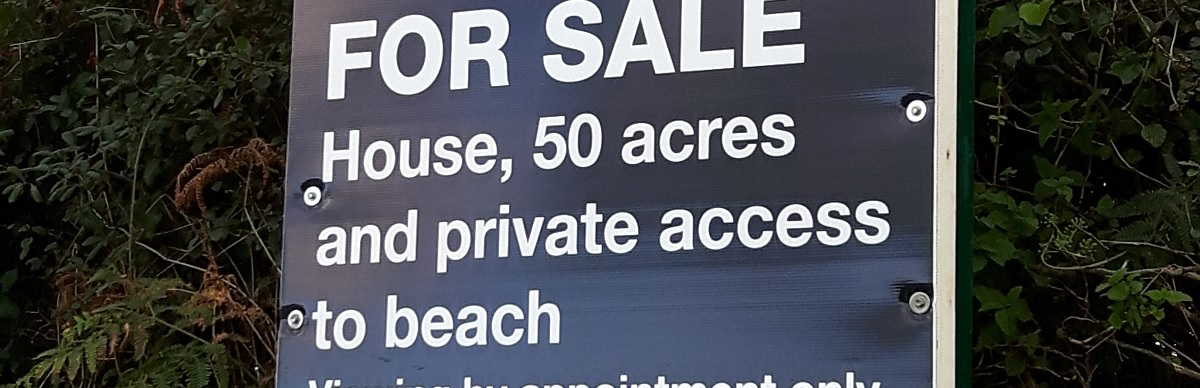 For sale house with 50 acres, private beach - and no tenants