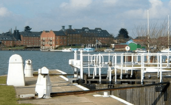 riverside-buildings-oulton-broad-lowestoft
