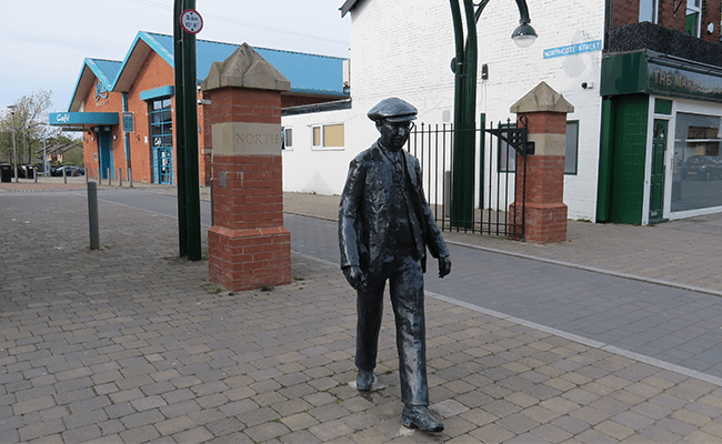 leyland-statue-of-worker-leaving-north-entrance