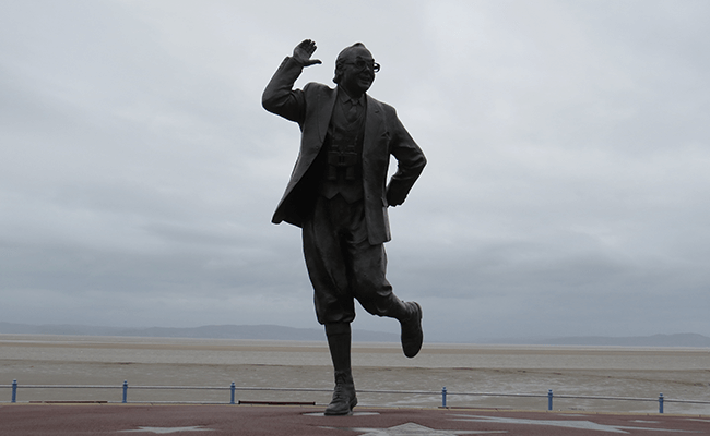 morecambe-statue of-eric-morecambe