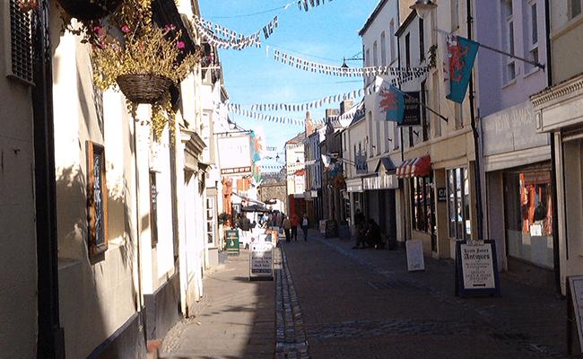 caernarfon-shopping-street-property